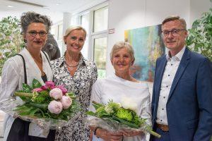 Freuen sich über die gelungene Vernissage: Annette E. Schneider, Margret Terglane (Gemeindeverwaltung), Annette Piwowarski und Bürgermeister Otto Steinkamp (von links). Foto:Thomas Remme