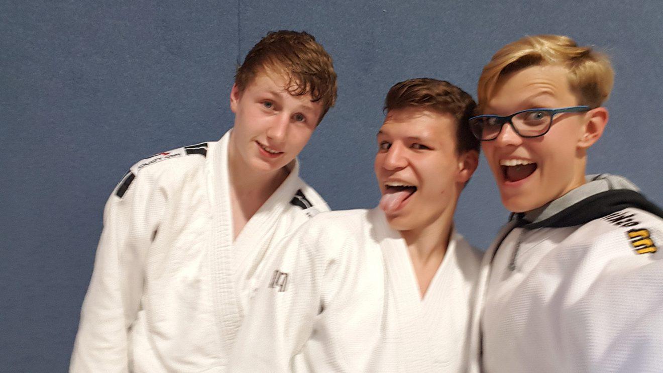 Die Blau-Weissen Teilnehmer im Team Erwachsene beim Tiger Cup. Foto: Blau-Weiss Hollage