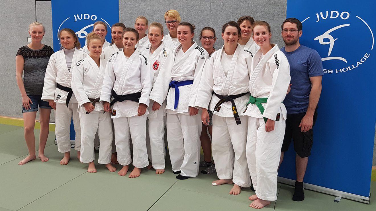 Das Team von Blau-Weiss Hollage mit Trainer Christopher Bockholt. Foto: Blau-Weiss Hollage