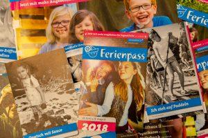 Volles Programm: auf den gut 150 Seiten des Programmheftes finden sich vielfältige Angebote zur Feriengestaltung. Foto:André Thöle