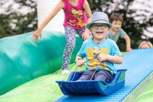 Viel Spaß für Kinder bieten die Ferienspaßangebote, wie hier beim Abschlussfest im vergangenen Jahr. Foto: Thomas Remme