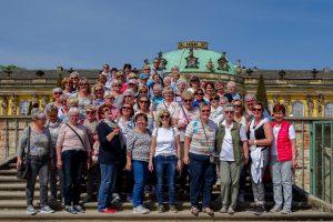 Ein Besuch im Park Sanssouci bildete die letzte Station der Frauenfahrt für die 54 Teilnehmerinnen und Reiseleiter Peter Goryszewski. Foto: Marlene Linster-Hoffmann