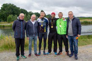 Die Organisatoren Martin Süllow und Christian Speer mit den Siegern Carsten Meyer, Marcus Demmler und Frank Glose sowie Heiner Placke (von links). Foto: André Thöle