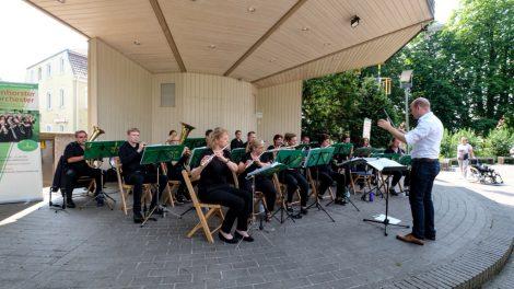Das Wallenhorster Blasorchester spielte zuletzt am vergangenen Wochenende bei strahlendem Sonnenschein in Bad Laer. Foto: Wallenhorster Blasorchester