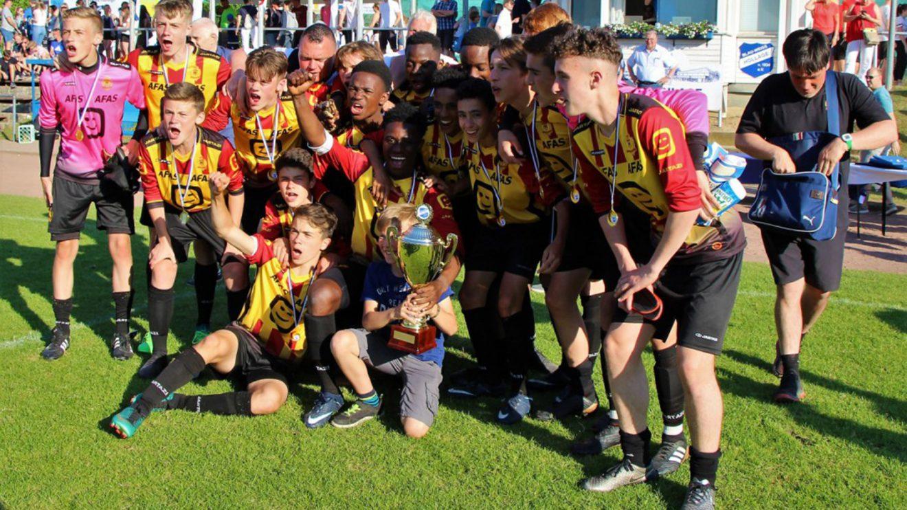 Die glücklichen Sieger von KV Mechelen (B). Foto: Karl-Heinz Rickelmann