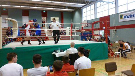 Kampfszene vom Edekacup 2016. Am 23. und 24. Juni 2018 findet in der Gymnastikhalle in Wallenhorst wieder das Boxturnier um den Edeka-Kuhlmann-Cup statt. Foto: Peter Papke