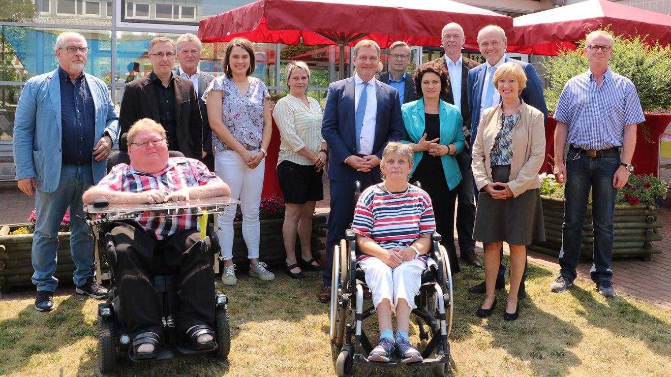Auf Anregung des Landtagsabgeordneten Guido Pott besuchte Sozialministerin Carola Reimann die Werkstatt der Heilpädagogischen Hilfe Osnabrück in Wallenhorst. Foto:Hendrik Chmiel