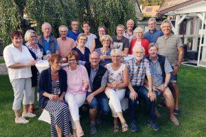 """Bei einem gemütlichen Grillfest trafen sich die Ehrenamtlichen von """"Hand in Hand"""" zum Erfahrungsaustausch. Foto: Gemeinde Wallenhorst"""