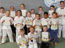 Die jungen Judoka von Blau-Weiss Hollage nach ihrer bestandenene Prüfung. Foto: Blau-Weiss Hollage