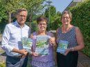 Sie laden zum 10. Wallenhorster Schmerztag ins Rathaus ein: (von links) Bürgermeister Otto Steinkamp, Brigitte Teepe und Kornelia Böert. Foto:Anette Boberg