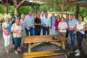 Vertreter von Rat und Verwaltung folgten der Einladung von Wallenhorsts Bürgermeister Otto Steinkamp in den Bürgerpark. Foto: Thomas Remme