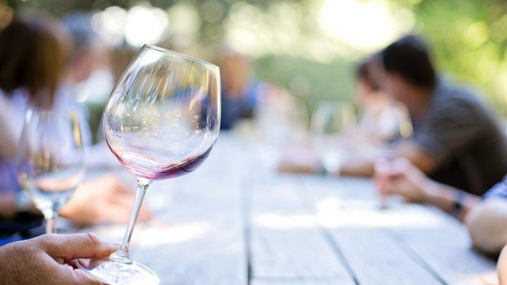 Die 5. Wein- und Musiktage finden im September im Ruller Haus statt. Symbolfoto: Pixabay / jill111