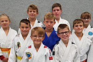 Die erfolgreichen Hollager Judoka: Adrijaan, Kjell, Tilo, Jesse, Nikita, Felix, Justus, Leon, Laura. Foto: Blau-Weiss Hollage