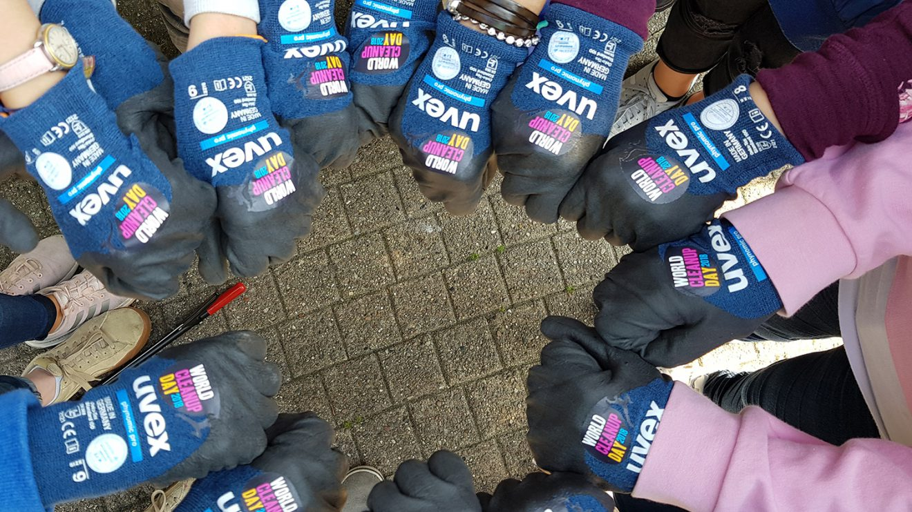 Teamarbeit: Mit Schülern der Osnabrücker Ursulaschule wurden Zigarettenstummel von der Straße gesammelt. Foto: City Cleaners Germany