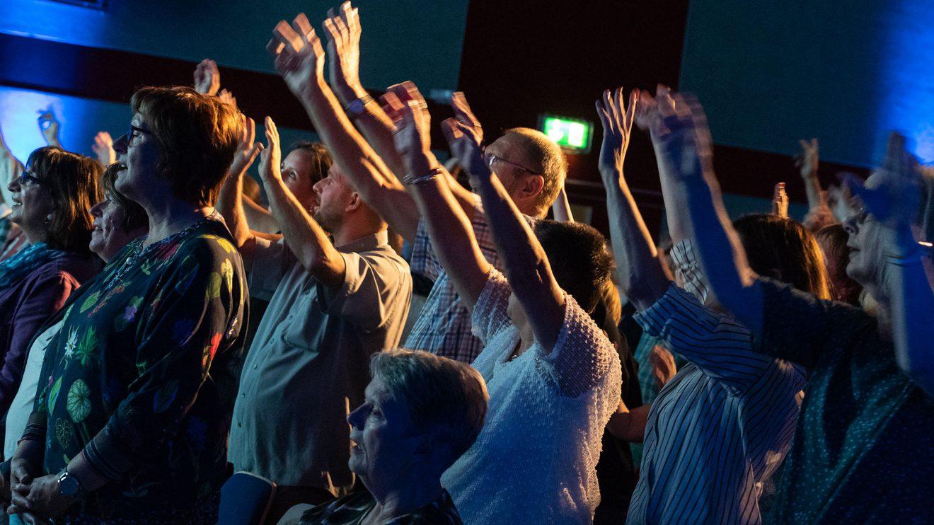 500 Menschen singen begeistert mit. Foto:Thomas Remme