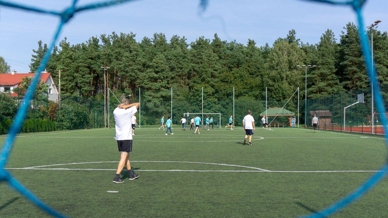 Auf dem Kunstrasenplatz in Stawiguda konnte das Wallenhorster Team das Fußballmatch mit 2:5 für sich entscheiden. Foto: André Thöle