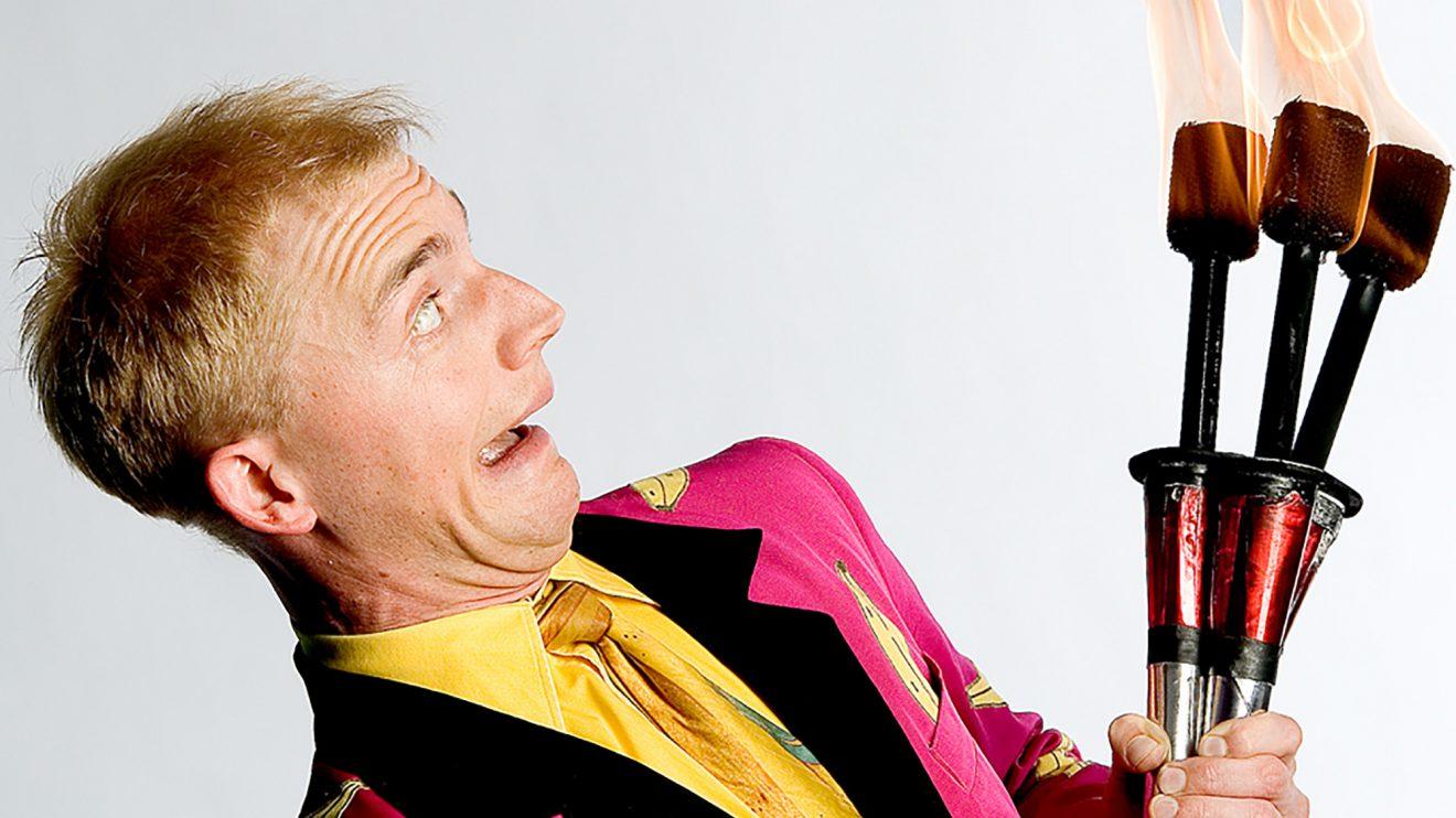 Witzig, schnell, charmant und brandgefährlich: Comedy-Jongleur Philipp Dammer. Foto: privat