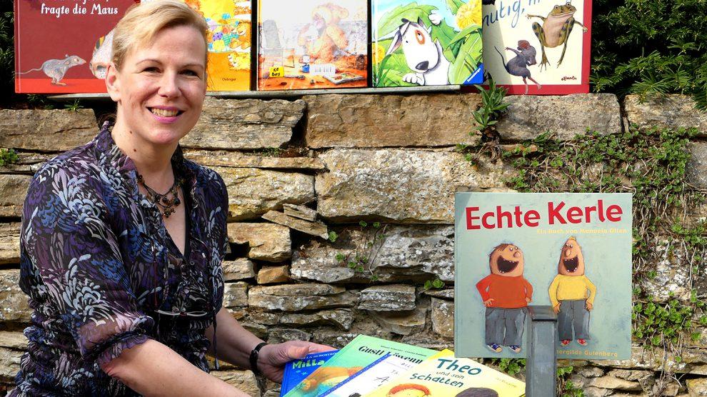 """Brot und Bücher: Tipps für den Gabentisch mit """"LiesA"""" Stephanie Scholzeim Ruller Haus. Foto: Burkhard Imeyer"""