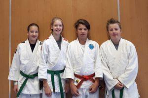 Carina, Luca, Marwin und Timon als neue Assistenztrainer bei der Judoabteilung von Blau-Weiss Hollage. Foto: BW Hollage