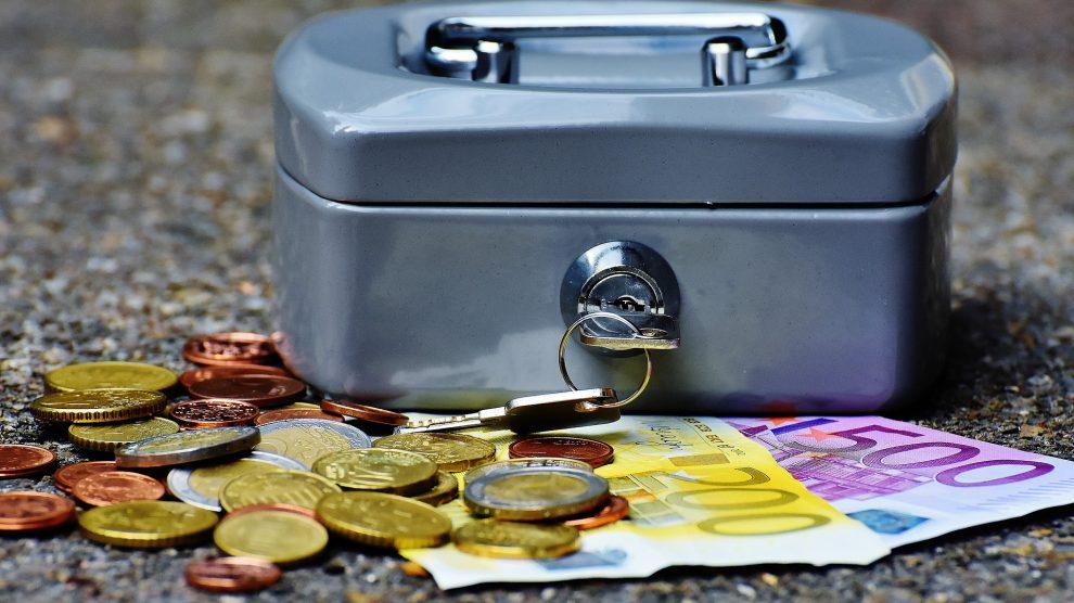 Rund 8.000 Euro wurden anonym in den Briefkasten der Wallenhorster Polizei geworfen. Diese sucht nun den ehrlichen Finder. Symbolfoto: Pixabay / Alexas_Fotos
