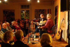 John Doyle und Mick Mc Auley begeisterten mit ihrem Folkkonzert das Publikum im Ruller Haus. Foto: Dominik Lapp, kulturfeder.de