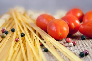 Zehn Kochabende in netter Gesellschaft bietet der Seniorenbeirat Wallenhorst an. Symbolfoto: Pixabay / nile
