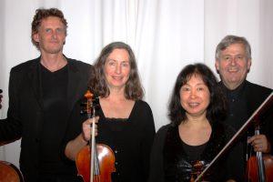 Carsten Nagel, Melitta Maass, Masako Tanaka und Jochen Schröder (v.l.) sind mit einem Kammerkonzert im Ruller Haus zu Gast. Foto: Jochen Schröder