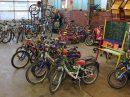 Gut erhaltene Spielgeräte, die auf den AWIGO-Recyclinghöfen abgegeben wurden, stehen für Sozialarbeiter aus der Kinder-, Jugend- oder Familienhilfe in Wallenhorst bereit. Foto: D. Pommer