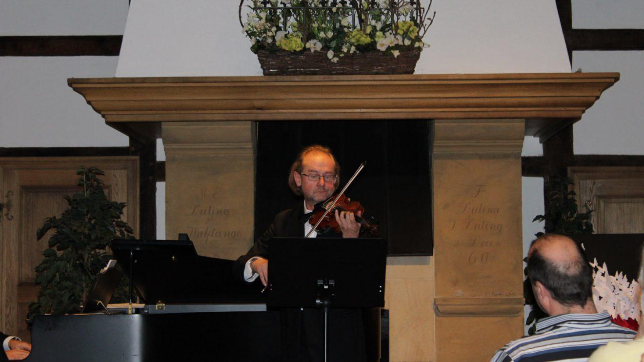 Der Violinist Janusz Bulka. Foto: Dominik Lapp, kulturfeder.de