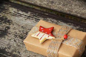 """Für das Projekt """"Geschenk(t) mit Herz"""" des Fördervereins der Andreasgemeinde werden wieder Geschenkpaten gesucht. Symbolfoto: Pixabay / congerdesign"""