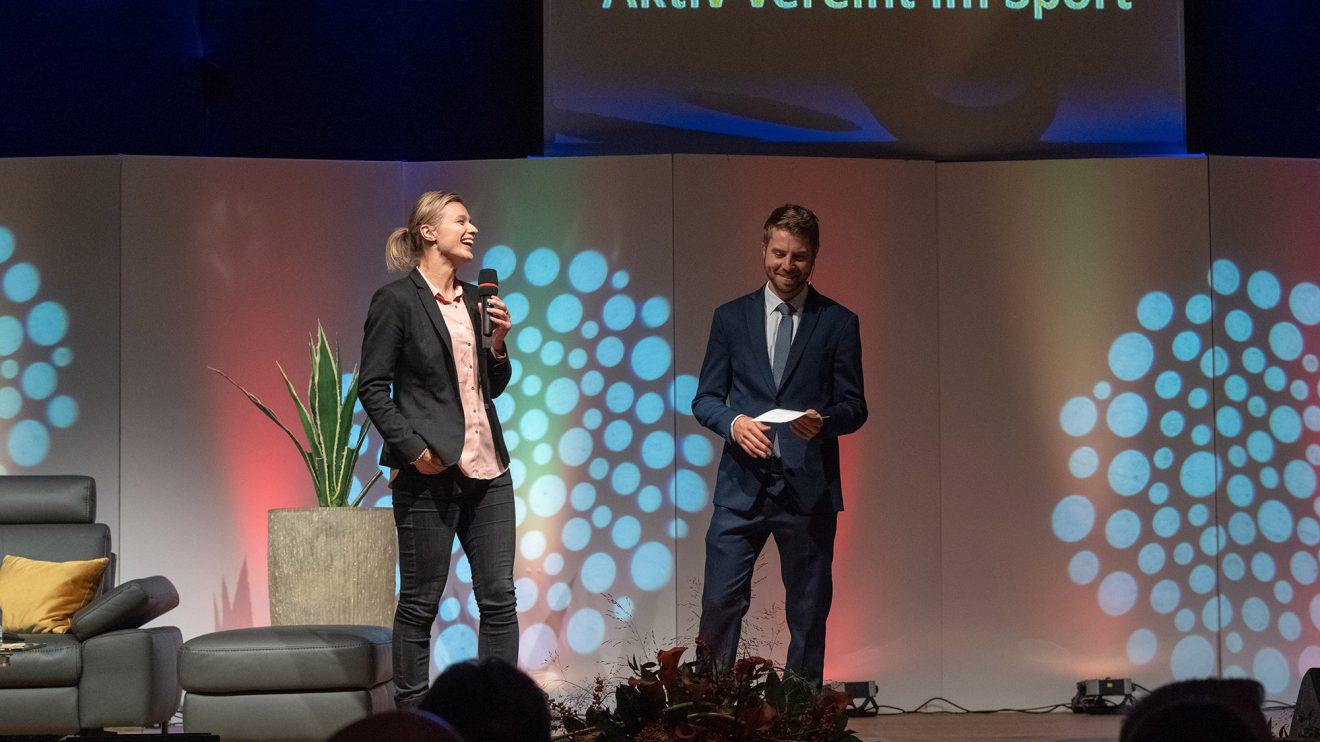 Britta Heidemann spricht als Ehrengast mit Moderator Sven Lake über ihren Sport und ehrenamtliches Engagement. Foto: Thomas Remme