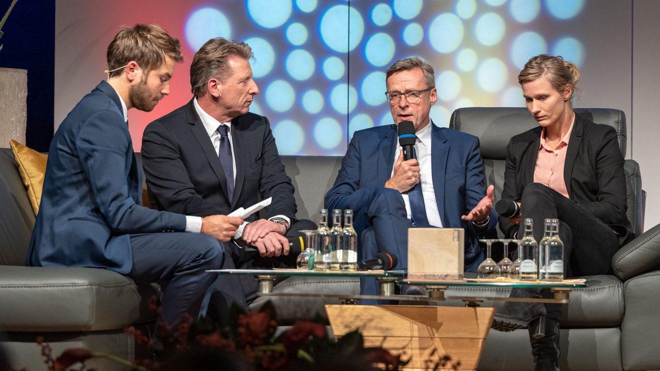 Im Gespräch (von links): Sven Lake, Ludger Abeln, Otto Steinkamp und Britta Heidemann. Foto: Thomas Remme