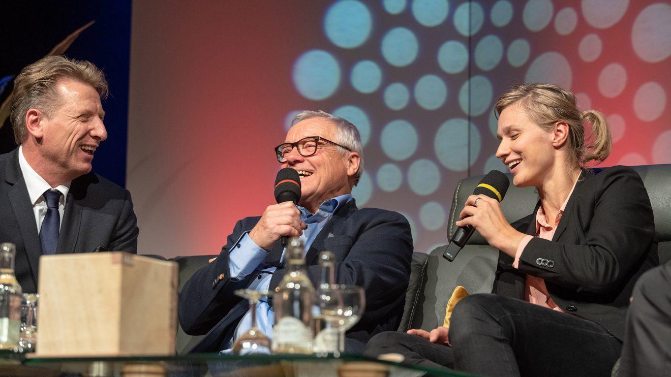 Preisträger Peter Papke (Mitte) mit Ludger Abeln und Britta Heidemann. Foto: Thomas Remme