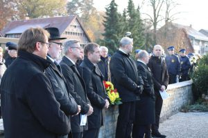 Auf der Gedenkveranstaltung am Ehrenmal auf dem Hollager Friedhof zum Volkstrauertag 2018. Foto: Dominik Lapp