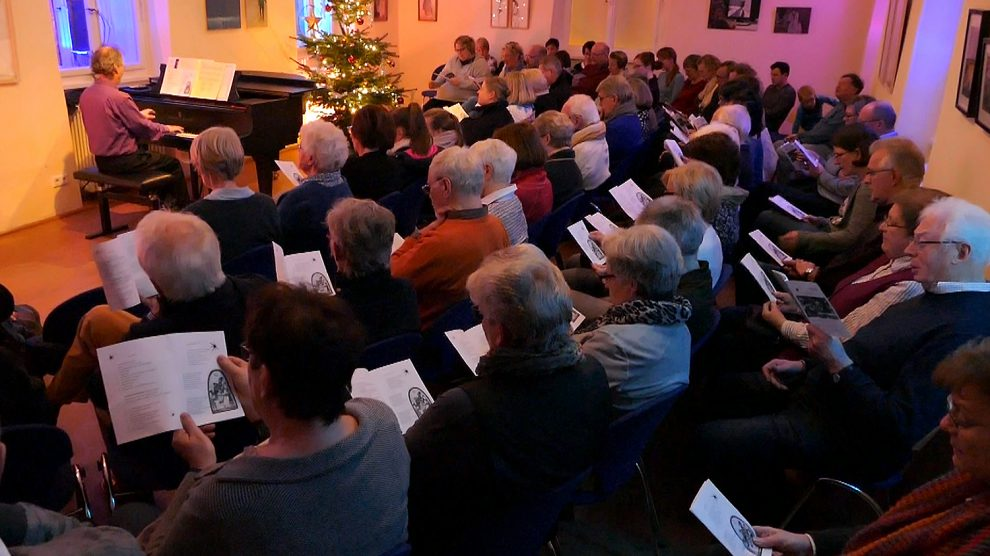 Einen Tag vor Heiligabend werden im Ruller Haus wieder viele Weihnachtslieder gesungen. Foto: Imeyer