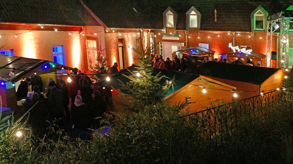 Das Ruller Haus lädt von Freitag bis Samstag, 21. und 22. Dezember, zum Weihnachtsmarkt ein. Foto: Burkhard Imeyer