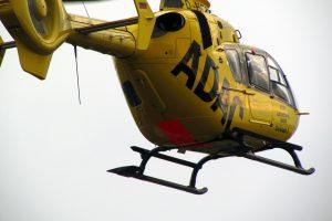 Auch ein Rettungshubschrauber war bei dem schweren Verkehrsunfall auf der A1 im Einsatz. Symbolfoto: Pixabay /DomenicBlair