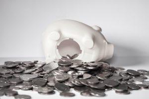 Einbrecher plünderten in Wallenhorst ein Sparschwein mit Münzgeld. Symbolfoto: Pixabay / kschneider2991