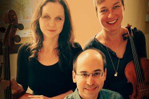 Annika Spanuth (Violine), Kathrin Inbal-Bogensberger (Violoncello) und Markus Lafleur (Klavier) werden das Publikum im Ruller Haus zum Neujahrskonzert wieder begeistern. Foto: Lukas Brandt