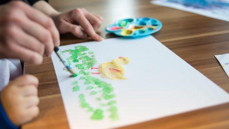 Vor Ort findet eine direkte Beratung zu allen Themen für Eltern mit Baby oder Kleinkind statt. Symbolfoto: Pixabay / EvgeniT