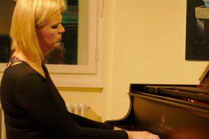 Die weißrussische Pianistin Tatjana Liakh spielt am Sonntag, 17. Februar, Miniaturen für Klavier und Überraschendes im Ruller Haus. Foto: Burkhard Imeyer