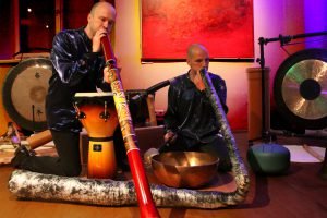 Gemeinsam mit dem KlangDuo Jörg Kerll und Hilmar Hajek geht es am Samstag, 9. März ab 20Uhr, im Ruller Haus auf eine innere Klangreise. Foto: Burkhard Imeyer