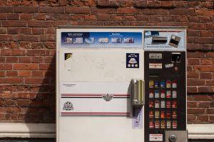 Ein Zigarettenautomat wurde in Wallenhorst aufgebrochen. Die Polizei sucht Zeugen. Symbolfoto: Pixabay / WolfBlur