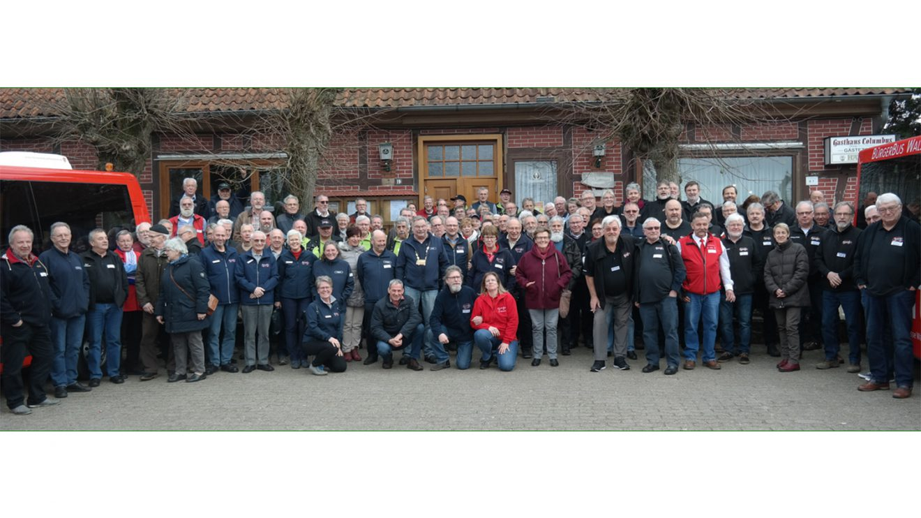 Alle BürgerBus-Vereine aus Niedersachsen beim großen Treffen in Walsrode. Foto: BürgerBus-Verein Wallenhorst-Wersen