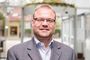 """Wallenhorsts Wirtschaftsförderer Frank Jansing lädt zum """"WirtschaftsTalk"""" ins Rathaus ein. Foto: Gemeinde Wallenhorst"""
