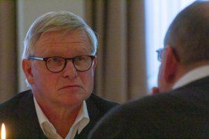 Holger Schonhoff im Gespräch mit Pfarrer Dietmar Schöneich. Foto: André Thöle