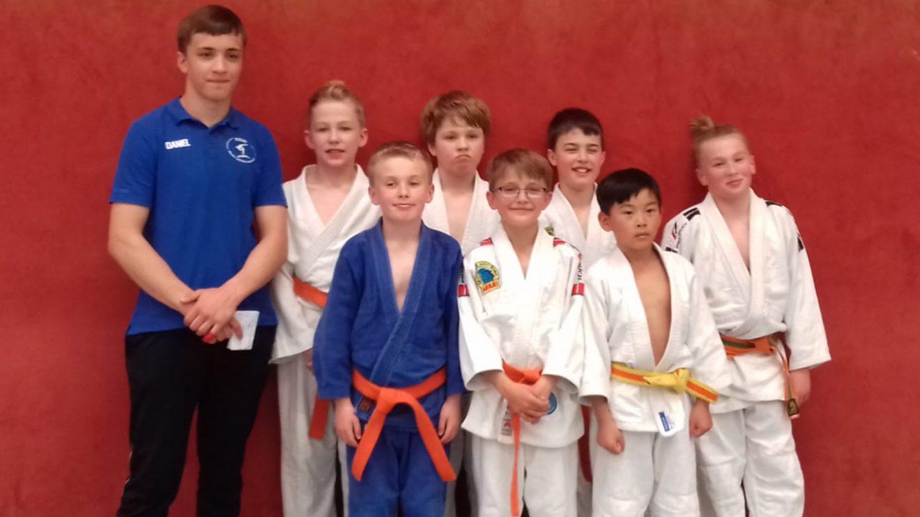 Die u12 Judoteams von Blau-Weiss Hollage bei der Landesmannschaftsmeisterschaft. Foto: Blau-Weiss Hollage