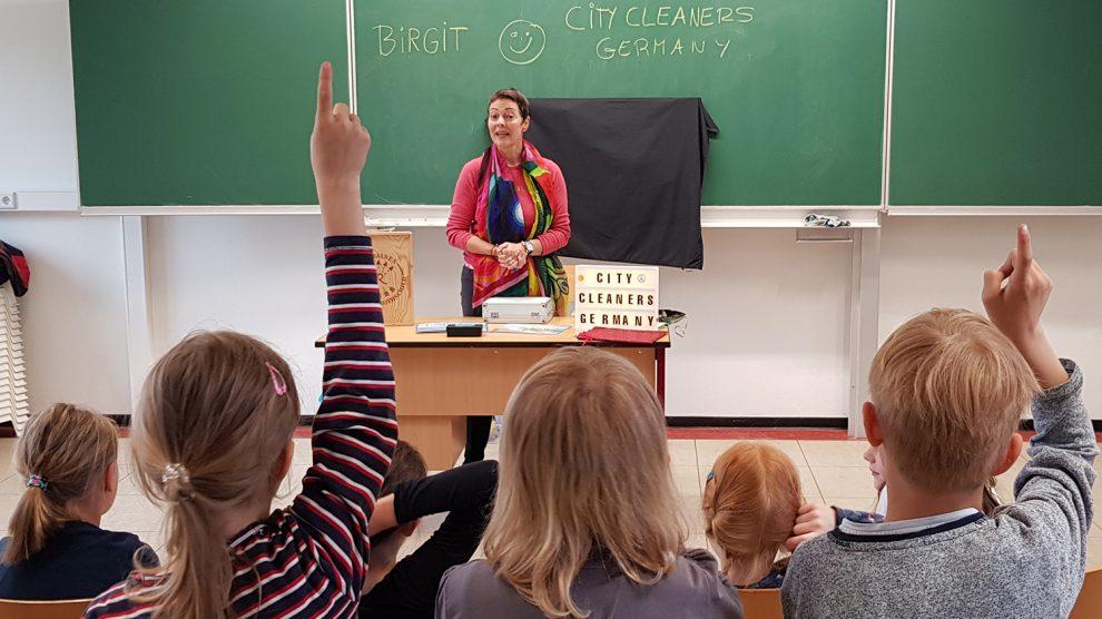"""""""Plastikkunde"""" an der Erich-Kästner-Schule von der ehrenamtlichen Initiative """"City Cleaners Germany"""" aus Wallenhorst. Foto: City Cleaners Germany"""