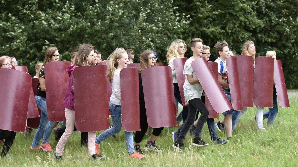 Viele spannende Angebote warten auf die Ferienkinder. Sie können unter anderem einen Tag als Legionär im Museum und Park Kalkriese erleben. Foto: Varusschlacht im Osnabrücker Land GmbH