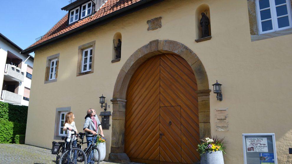 Für Radler, die nach der Eröffnung weitere spannende Orte und ihre Geschichten entdecken möchten, ist die Klosterpforte in Georgsmarienhütte eine von insgesamt 46 Stationen entlang der Route. Foto: pro-t-in GmbH